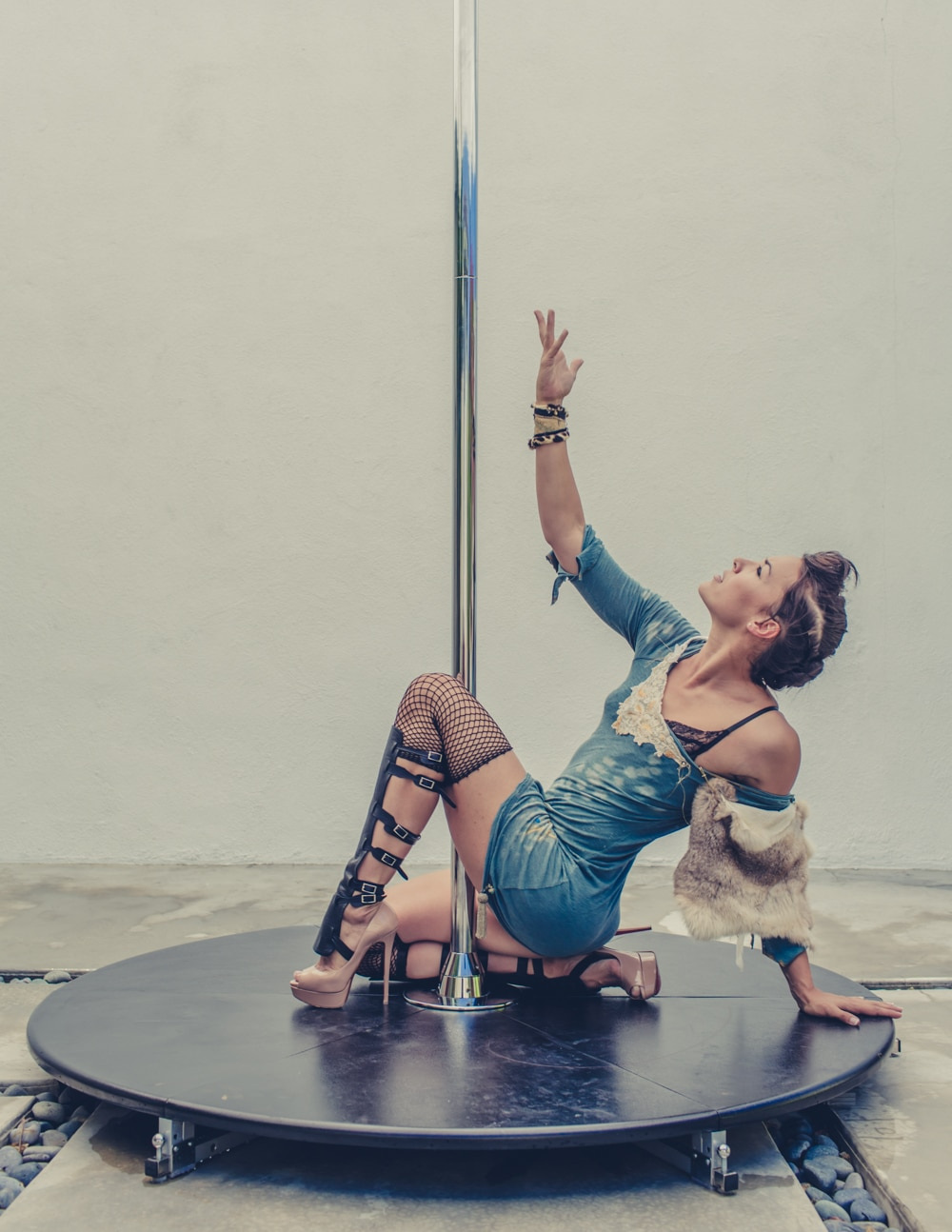 pole_dance_and_contemporary_fashion_converge_by_beylerian-4