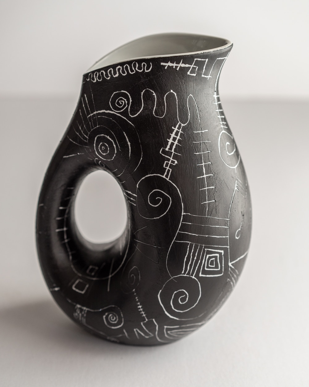 painted_carafe_noire_love_3