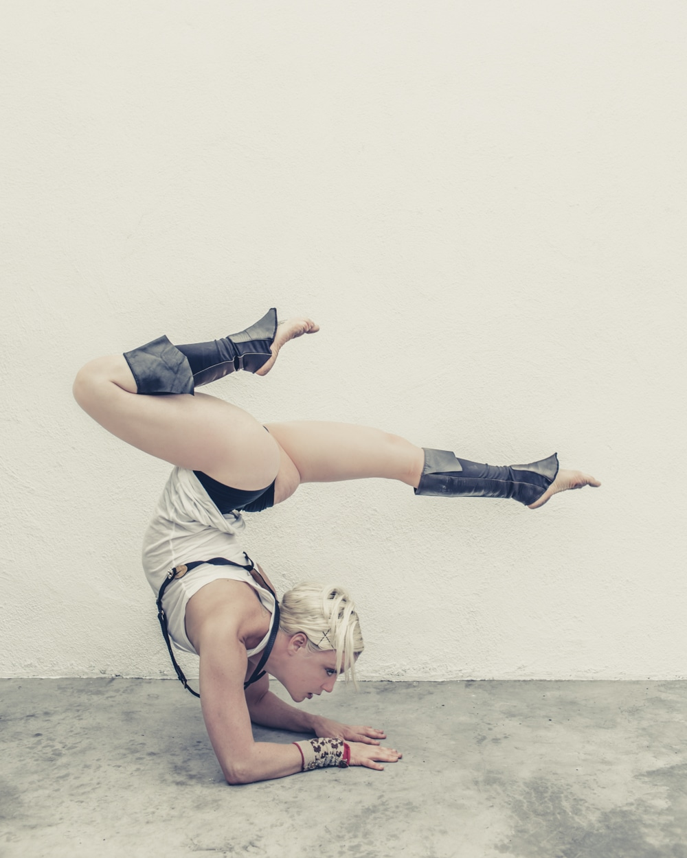 pole_dance_contorts_fashion_gregory_beylerian_1