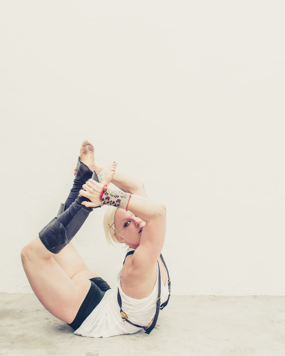 pole_dance_contorts_fashion_gregory_beylerian_3