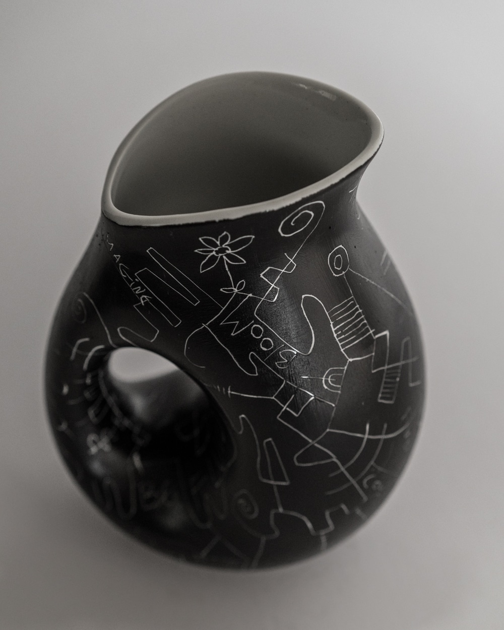 beylerian_carafe_black_top