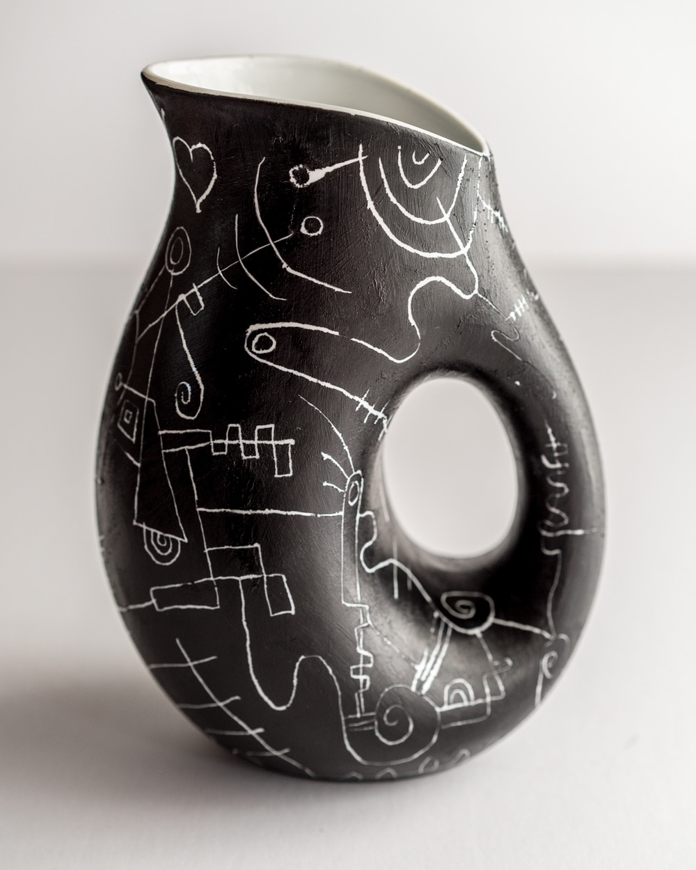 painted_carafe_noire_love_2